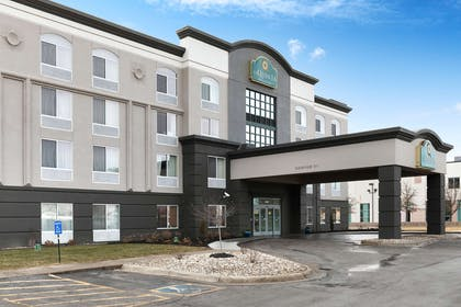 Exterior | La Quinta Inn & Suites by Wyndham Omaha Airport Downtown