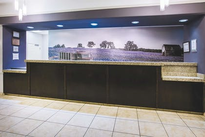 Lobby | La Quinta Inn & Suites by Wyndham Brownwood