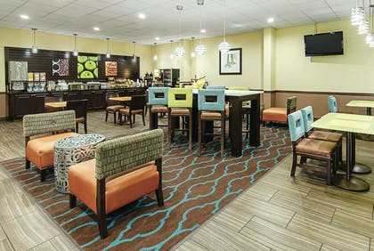 Breakfast Area | La Quinta Inn & Suites by Wyndham Wytheville