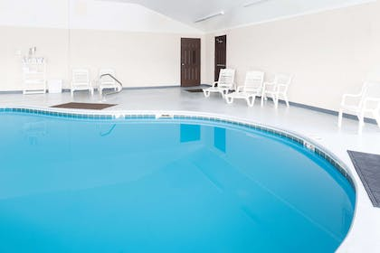 Pool | La Quinta Inn & Suites by Wyndham Wytheville