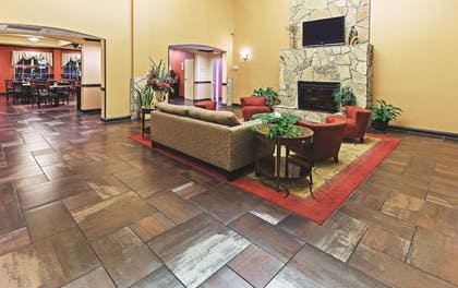 Lobby | La Quinta Inn & Suites by Wyndham Eastland
