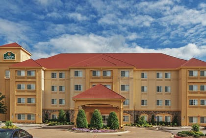 Exterior | La Quinta Inn & Suites by Wyndham Stillwater-University Area