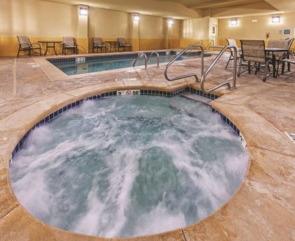 Pool | La Quinta Inn & Suites by Wyndham Stillwater-University Area