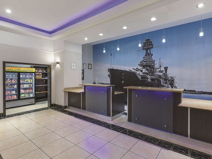 Lobby | La Quinta Inn & Suites by Wyndham Deer Park