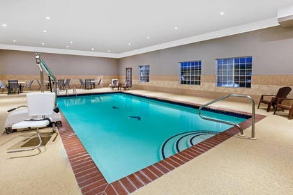 Pool | La Quinta Inn & Suites by Wyndham Deer Park