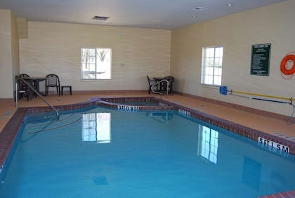Pool | La Quinta Inn & Suites by Wyndham Fairfield TX