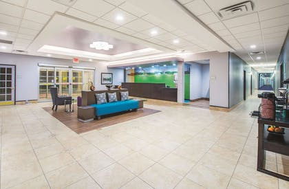 Lobby | La Quinta Inn & Suites by Wyndham Tulsa Airpt / Expo Square