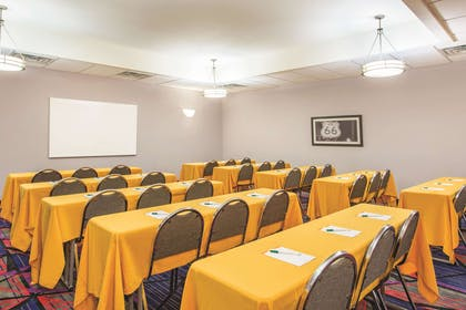 Meeting Room | La Quinta Inn & Suites by Wyndham Tulsa Airpt / Expo Square