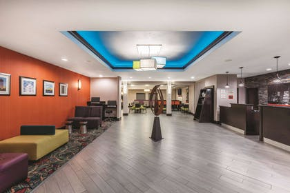 Lobby | La Quinta Inn & Suites by Wyndham Houston Bush Intl Airpt E