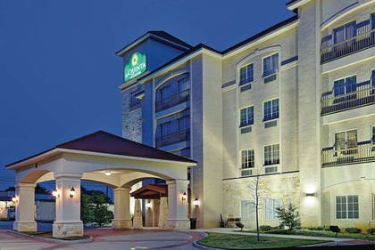 Exterior | La Quinta Inn & Suites by Wyndham DFW Airport West - Euless