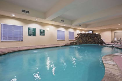 Pool | La Quinta Inn & Suites by Wyndham DFW Airport West - Euless