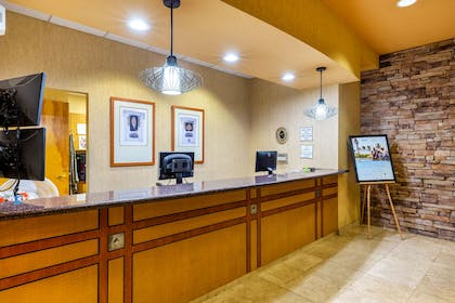 Reception | La Quinta Inn & Suites by Wyndham Vancouver