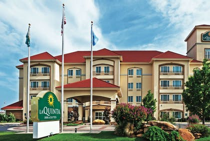 Exterior | La Quinta Inn & Suites by Wyndham Ardmore Central