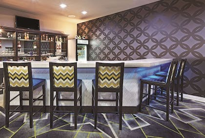 BarLounge | La Quinta Inn & Suites by Wyndham Ardmore Central