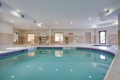 Pool | La Quinta Inn & Suites by Wyndham Verona