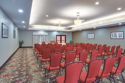 Meeting Room | La Quinta Inn & Suites by Wyndham Verona