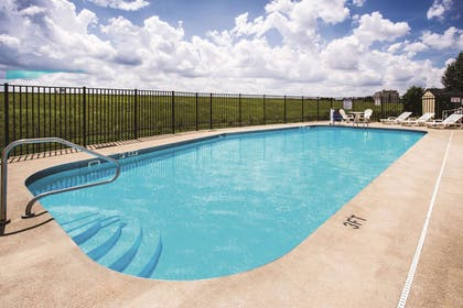 Pool | La Quinta Inn & Suites by Wyndham Evansville