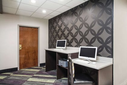 Business Center   La Quinta Inn & Suites by Wyndham Clearwater South