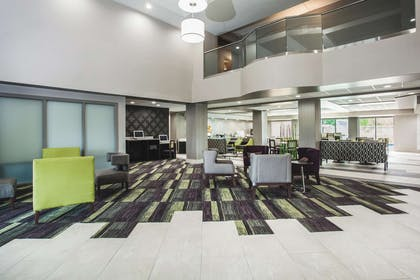 Lobby   La Quinta Inn & Suites by Wyndham Clearwater South