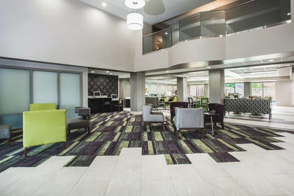 Lobby | La Quinta Inn & Suites by Wyndham Clearwater South