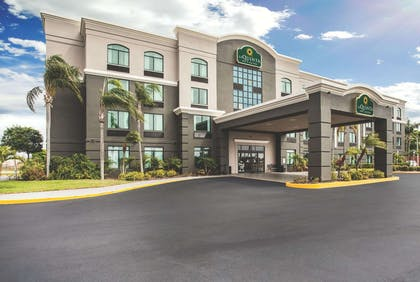 Exterior | La Quinta Inn & Suites by Wyndham Clearwater South