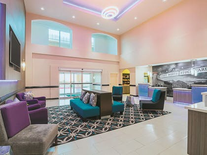Lobby | La Quinta Inn & Suites by Wyndham Ft. Worth - Forest Hill TX