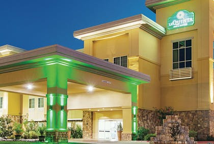 Exterior | La Quinta Inn & Suites by Wyndham Ft. Worth - Forest Hill TX