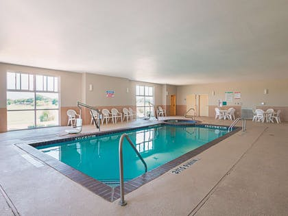 Pool | La Quinta Inn & Suites by Wyndham Ft. Worth - Forest Hill TX