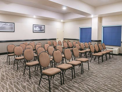 Meeting Room | La Quinta Inn & Suites by Wyndham Ft. Worth - Forest Hill TX