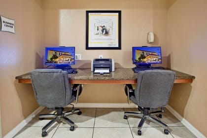 Business Center | La Quinta Inn & Suites by Wyndham Memphis Airport Graceland