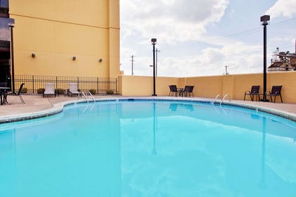 Pool | La Quinta Inn & Suites by Wyndham Memphis Airport Graceland