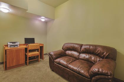 Business Center | La Quinta Inn & Suites by Wyndham Tulare