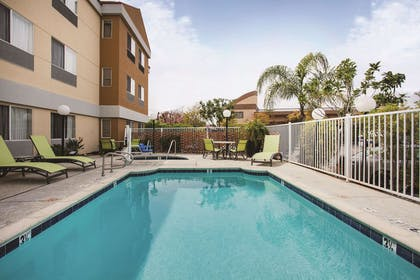 Pool | La Quinta Inn & Suites by Wyndham Dublin - Pleasanton