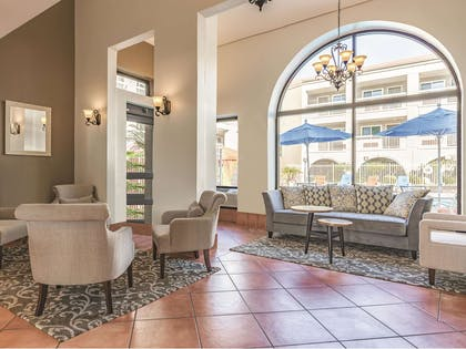 Lobby | La Quinta Inn & Suites by Wyndham San Francisco Airport West