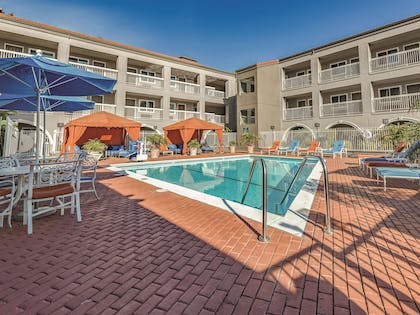 Pool | La Quinta Inn & Suites by Wyndham San Francisco Airport West