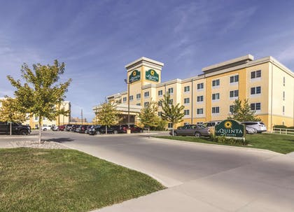 Exterior | La Quinta Inn & Suites by Wyndham Fargo-Medical Center