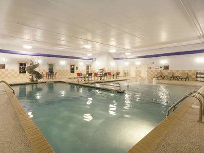 Pool | La Quinta Inn & Suites by Wyndham Fargo-Medical Center