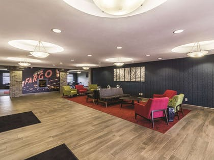 Lobby | La Quinta Inn & Suites by Wyndham Fargo-Medical Center