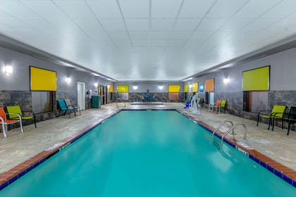 Pool | La Quinta Inn & Suites by Wyndham Horn Lake / Southaven Area