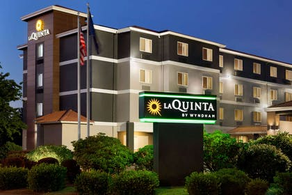 Exterior | La Quinta Inn & Suites by Wyndham Salem OR