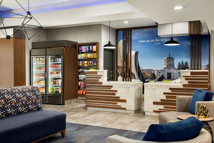 Lobby | La Quinta Inn & Suites by Wyndham Salem OR