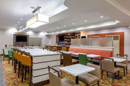 bar lounge | La Quinta Inn & Suites by Wyndham Houston Channelview