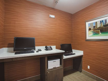 Business Center | La Quinta Inn & Suites by Wyndham Houston Channelview