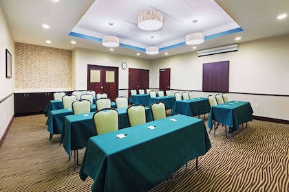 Meeting Room | La Quinta Inn & Suites by Wyndham Floresville