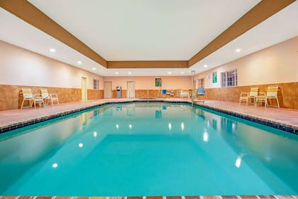 Pool | La Quinta Inn & Suites by Wyndham Floresville
