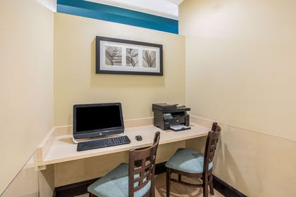 Business Center | La Quinta Inn & Suites by Wyndham Floresville