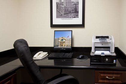 Business Center | La Quinta Inn & Suites by Wyndham Tampa Central