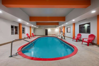Pool | La Quinta Inn & Suites by Wyndham Harrisburg-Hershey