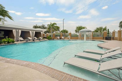 Pool | La Quinta Inn & Suites by Wyndham Rockport - Fulton