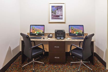Business Center | La Quinta Inn & Suites by Wyndham Pearsall